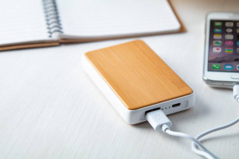 powerbanks hout look met logo bedrukken
